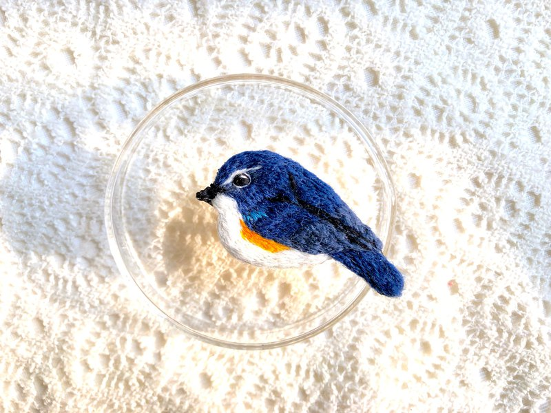 Red-Winged Blue-Tailed Hawk Bird Embroidery Brooch