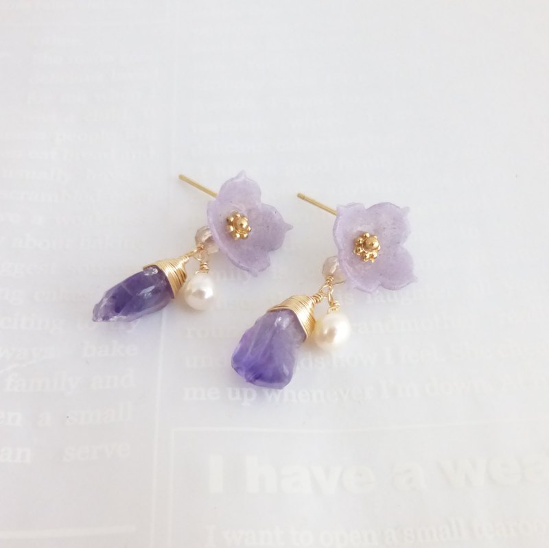 Rough cut amethyst and flower earrings / earrings