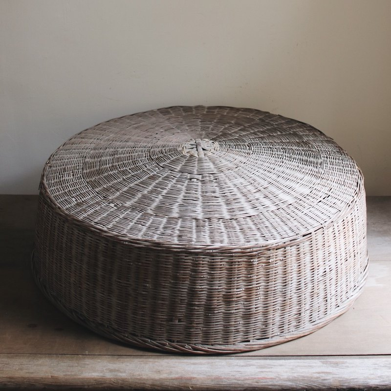 Early bamboo table cover _B