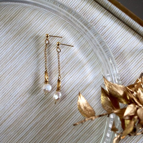 Gorgeous Age - Brass Vintage Hanging Irregular Pearl Earrings Ear/Ear clip