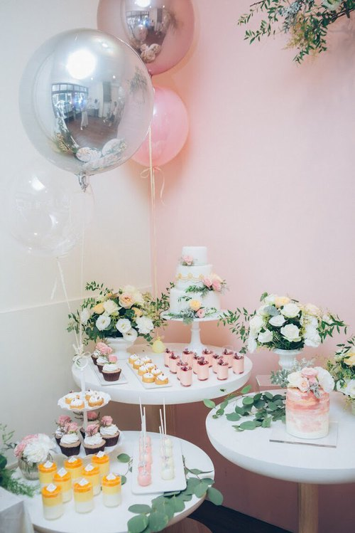 Candy bar pink bubble dessert table / tea party / wedding arrangement / baby party