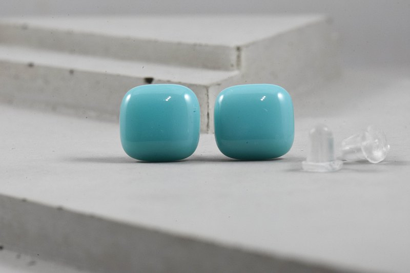 Glass earrings -Pantone 304