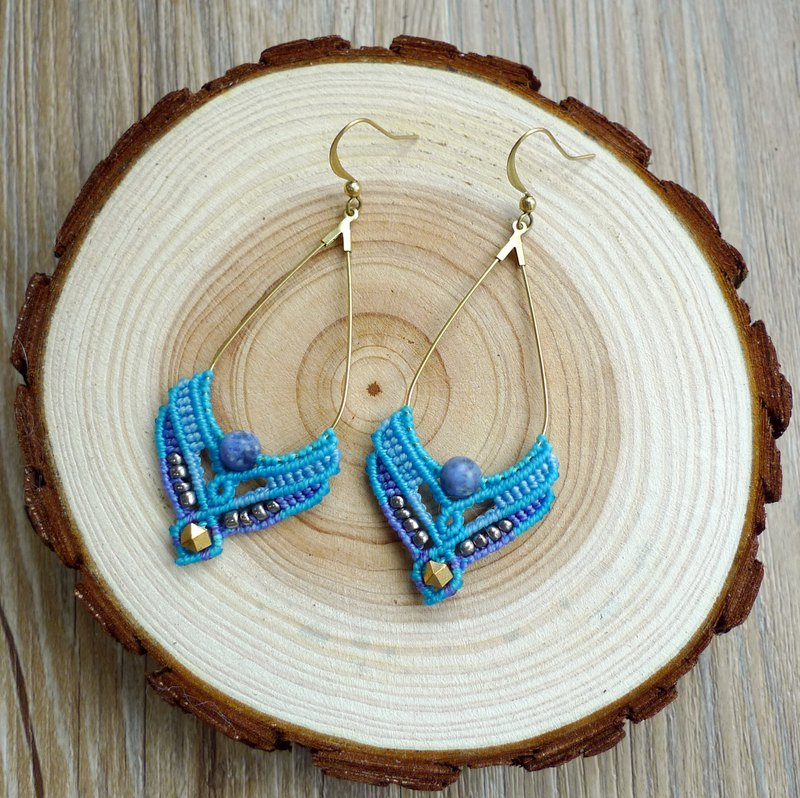 Misssheep - A47 - macrame earrings with brass beads and blue sodalite