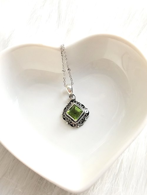 Peridot 925 sterling silver square lace necklace Nepal handmade silverware