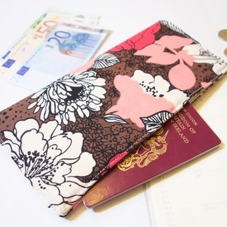 PP21 - Functional travel wallet with fabric lining. Invisible magnets to close.