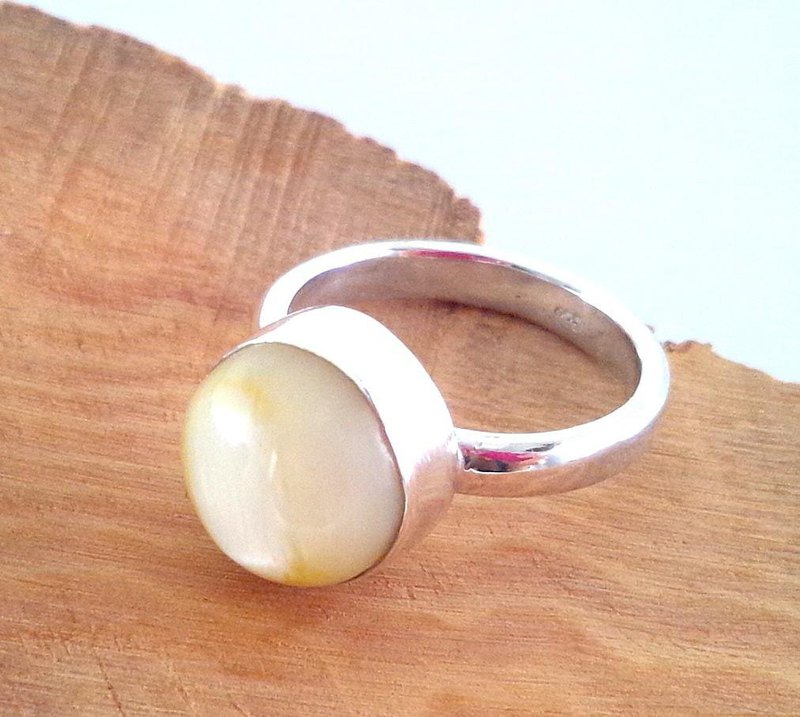 Moon Stone / Cat Eye Stone Natural Cat's Eye Moonstone Ring