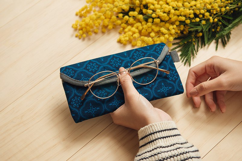 Eyeglasses Sleeve/Begonia Glass Pattern/Mansion Blue