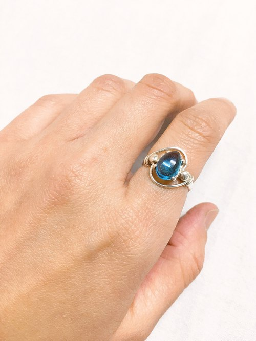 Topaz finger ring Handmade in Nepal 92.5% Silver