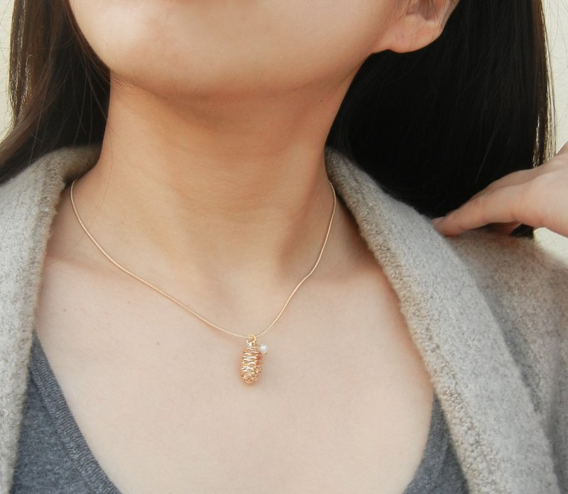 *coucoubird*rose gold pine cone pearl chain