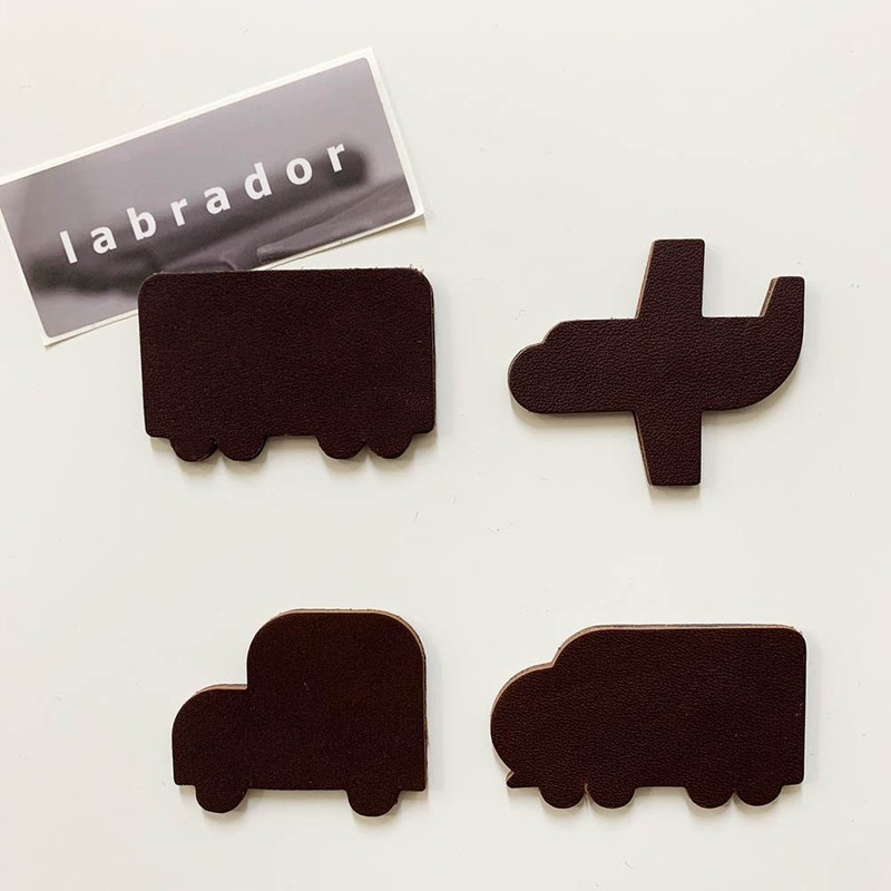 Labrador leather magnet - travel