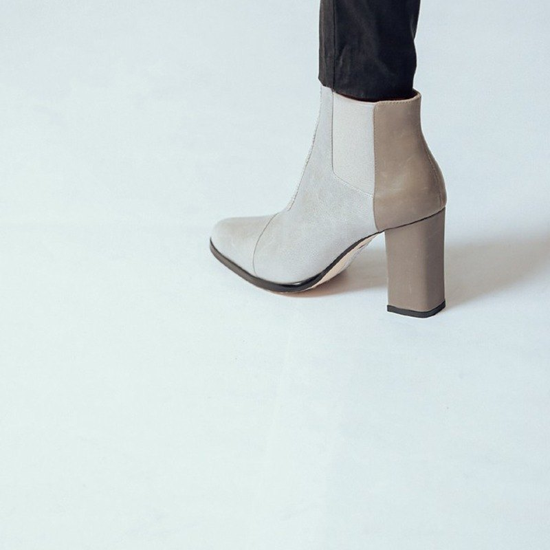 Minimalist sideband band with coarse ankle boots gray