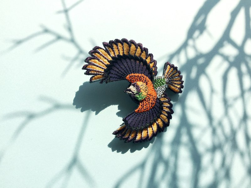 ARRO / Embroidery brooch / Flying bird / orange