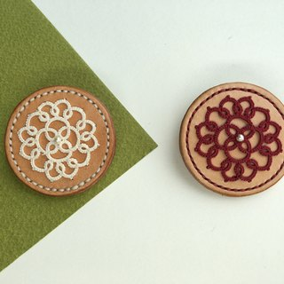 Circle biscuit – tatted lace leather brooch/tatting/lace/leather/brooch