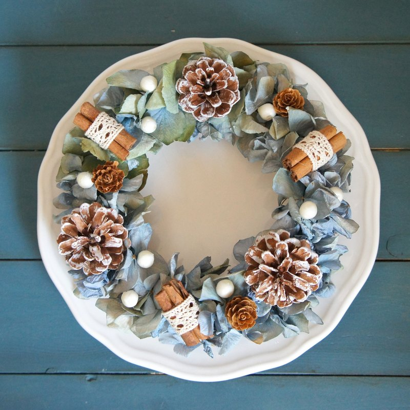 Handmade classical blue hydrangea pine cone Christmas wreath (Christmas arrangement / photograph props / shop decoration)
