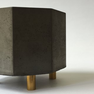 FENEN -Black Concrete Multi-use Pot with brass legs –Octagon
