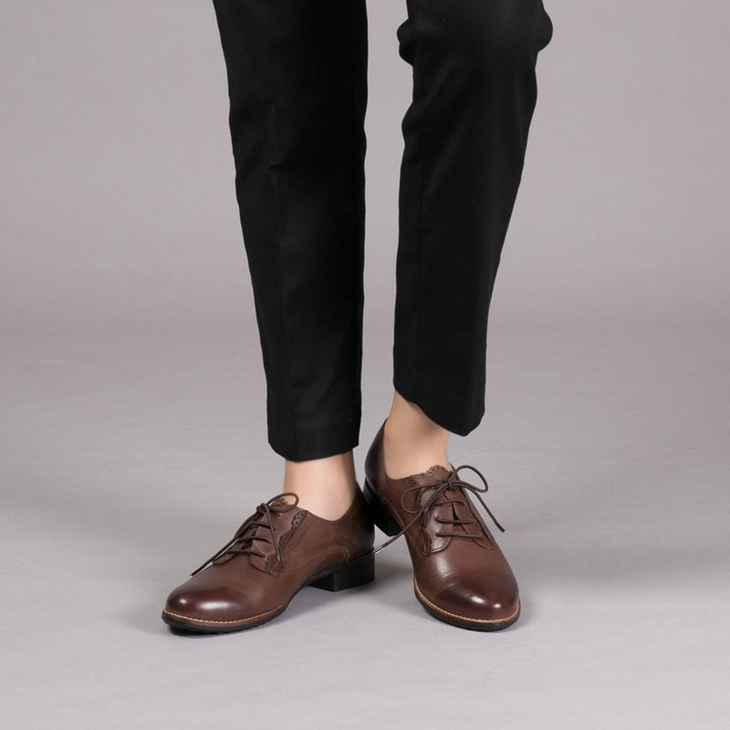 [Slow half-British film] hollow cowboy leather trim Oxford Irish coffee