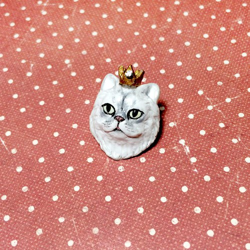 Persian Cat with Crown Brooch, Cat brooch, Cat pin, polymer clay, hand sculpted, hand painted with Acrylic colors.