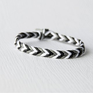 From shallow to deep - fine blackening / hand-woven bracelet