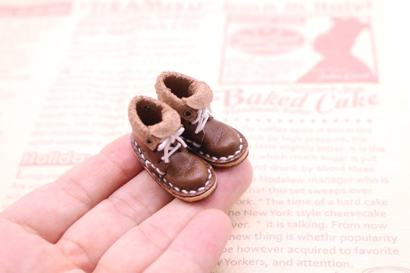 Small leather boots | cocoa