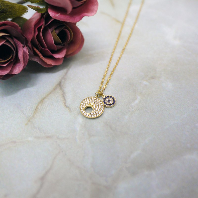 Exotic romantic eye necklace