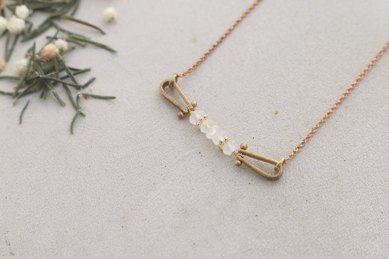 Moonstone brass necklace 1034-walk