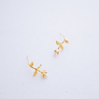 Footsteps - Stereo flowers with crystal pearl earrings