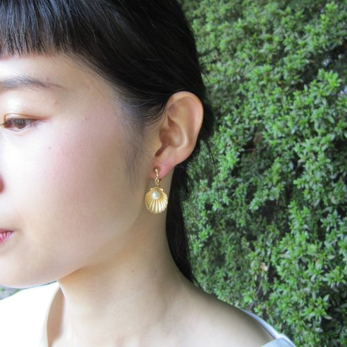 Shell and cotton pearl earrings B