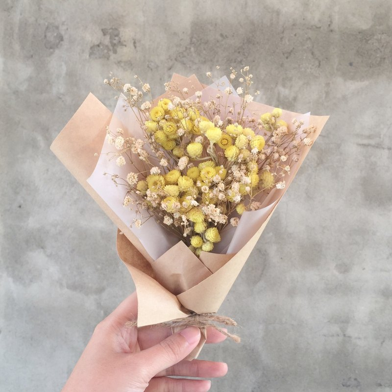 Dried bouquet of immortelle