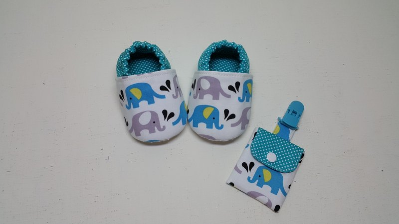 Elephant in the water spray moon baby shoes + peace bag holder