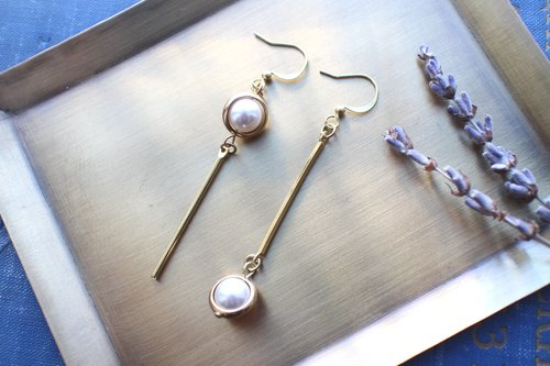 Little snow- Pearl brass earrings