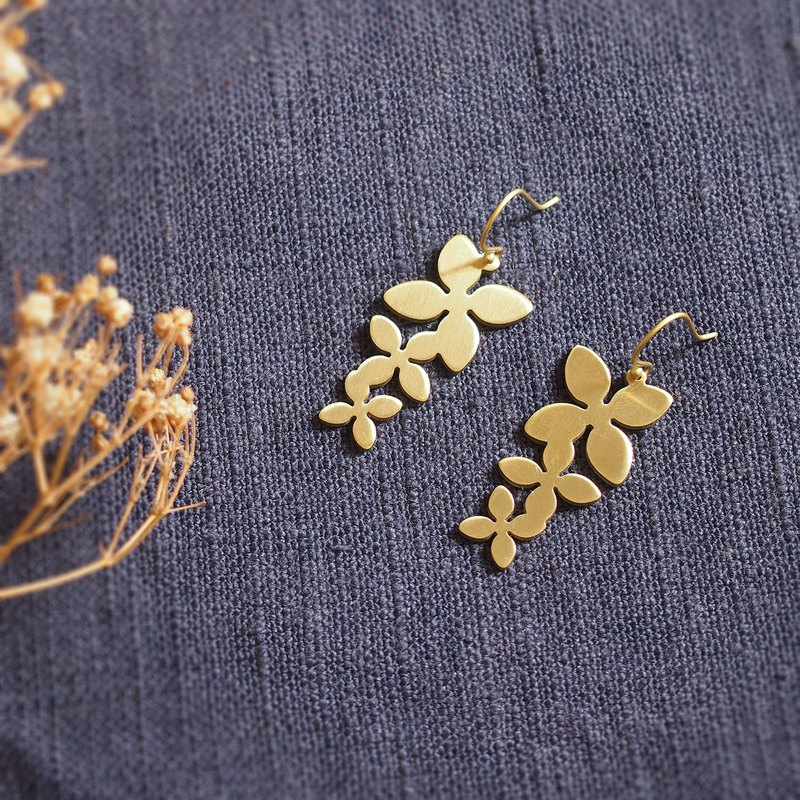 Triple jasmine earrings (brass hand made)