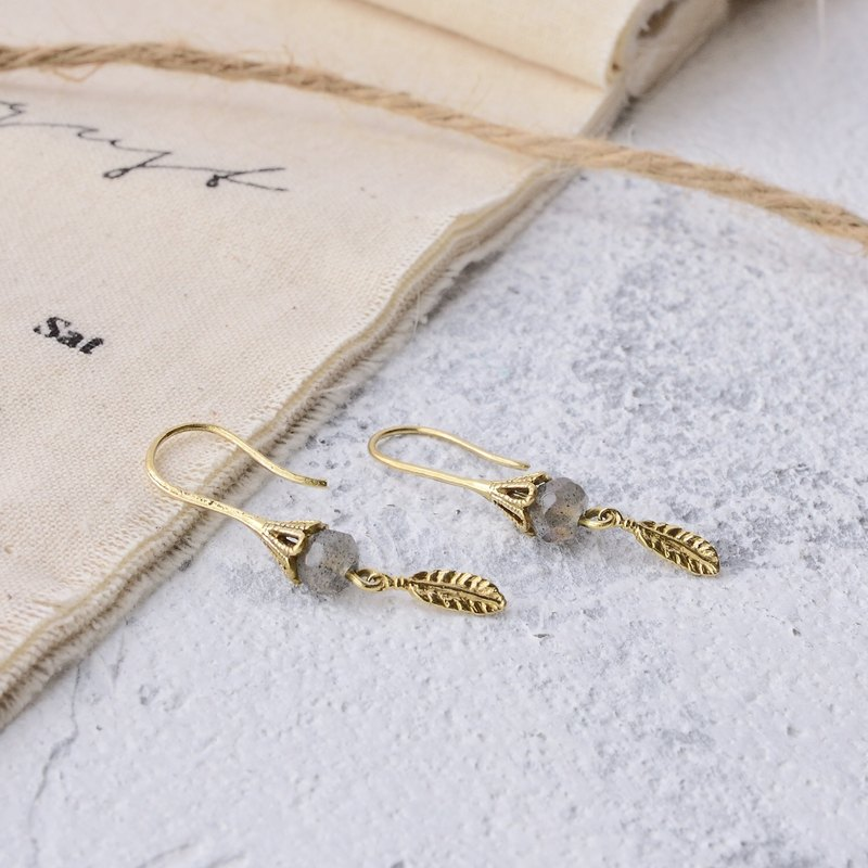 Handmade earrings in brass with labradorite