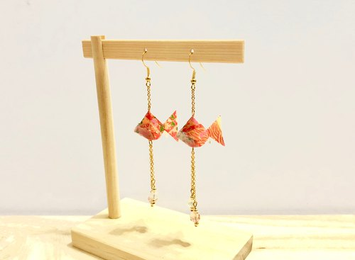 [Origami Earrings Series] Orange Rainbow Royal Goldfish (can be changed ear clip)