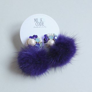Handmade beaded Swarovski crystal cotton cotton jewelry blue fur ball Japan allergy ear / clip earrings