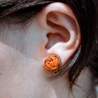 Sixteen-year-old Sixteen wrapped flower earrings persimmon orange