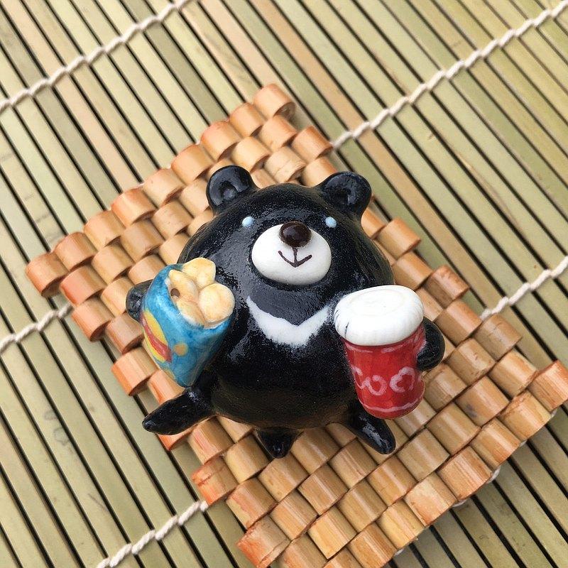 手作動物陶瓷偶-悠哉享受的台灣黑熊