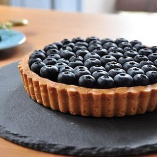 Twin tart with chocolate and Blueberry