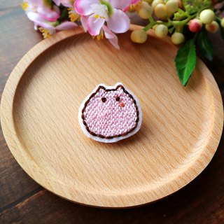 Hand embroidery round rolling cat pin/brooch
