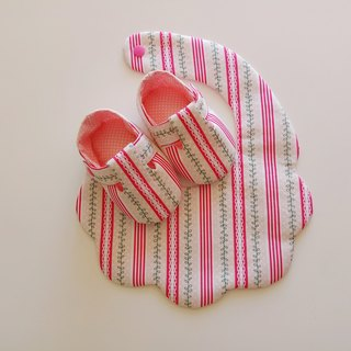 Small leaf beauty gift baby shoes + bib