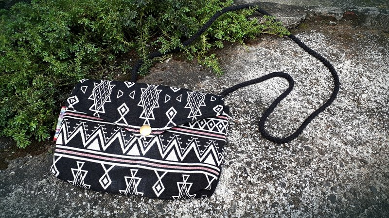 AMIN'S SHINY WORLD Handmade Maya Geometry Black and White Totem Flower Cloth Seal Cover Copper Button Shoulder Bag