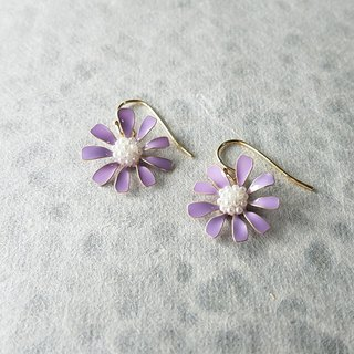 aster pierced earrings or clip-on earrings
