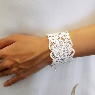 White flower season embroidery bracelet gift