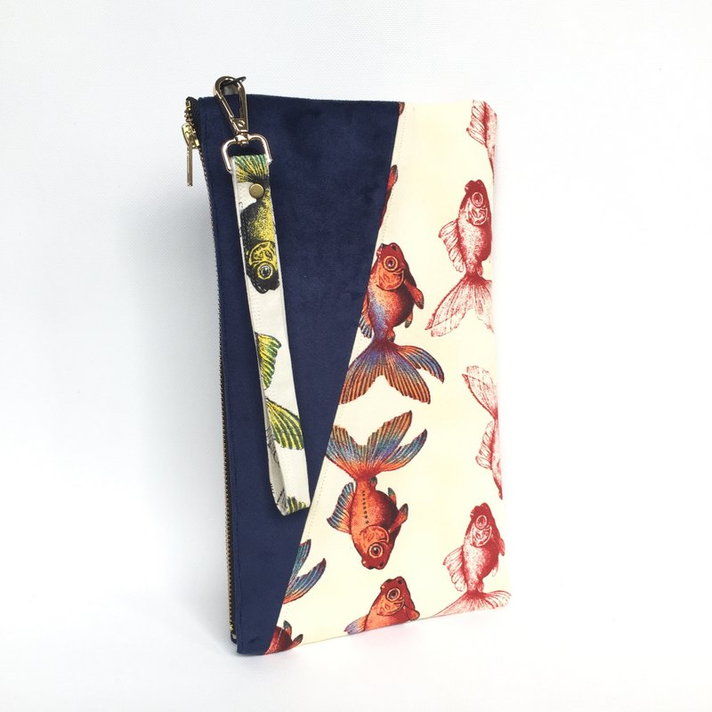 Goldfish Madness Water Resistance Clutch