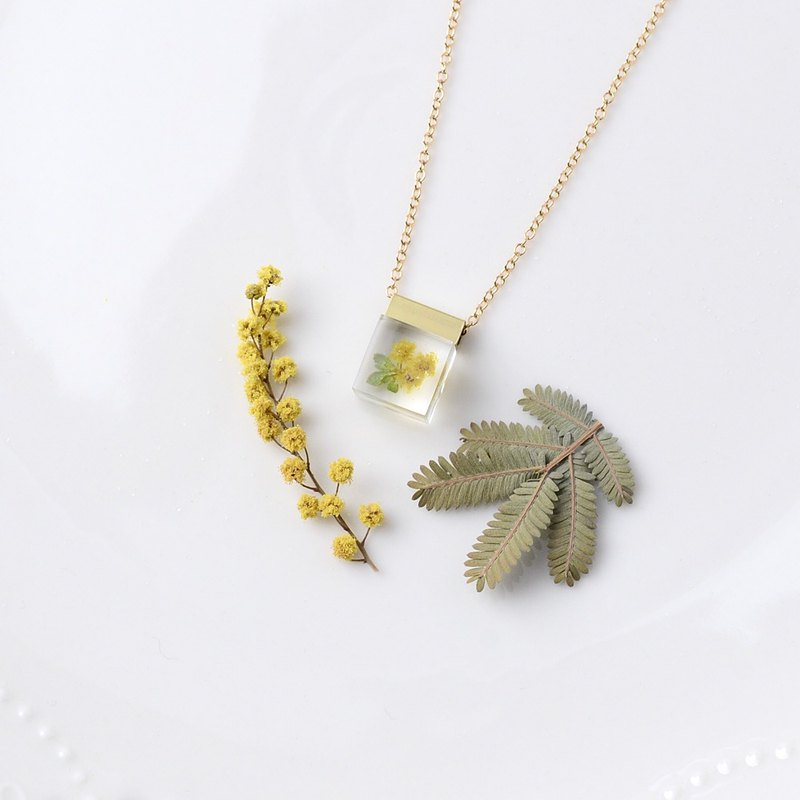 Mimosa and green leaf necklace 14 kgf