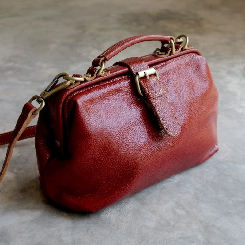 Small Doctor Shoulder Bag / Red Brown