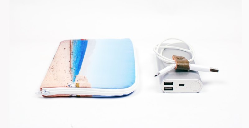 Red sea. Red Sea --- mobile power. Hard disk case (with 1 leather clip)