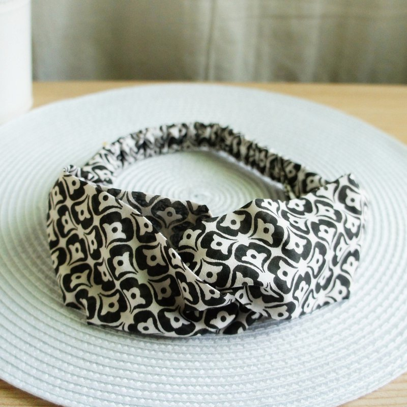 Lovely Le Fu Ni [black and white geometric breathable gauze elastic hair band, hair ring] black and white