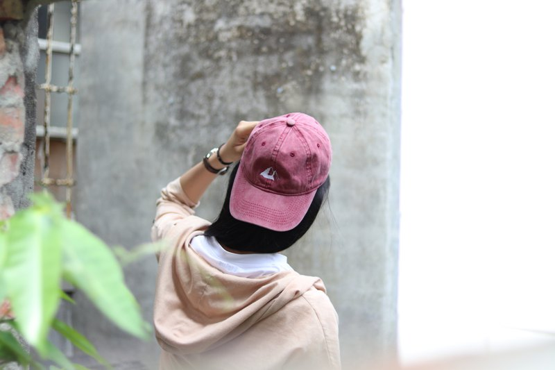 Iceberg in summer | Wine red | Electric embroidery | Washed old hat | Hat