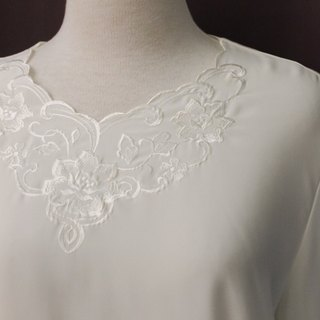 Vintage Japanese Elegant Chest Flower Embroidery Round Neck Loose White Long Sleeve Vintage Shirt