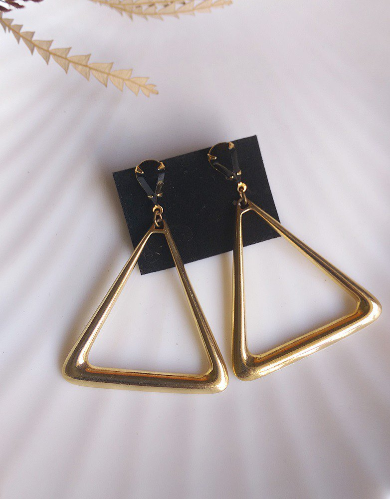 [Western antique jewelry / old age] 1980 triangle triangle earrings